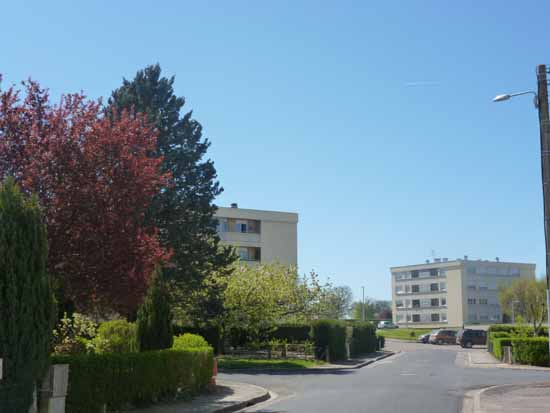 APPARTEMENT T4 / 77 m² (AGENCE YZEURE)