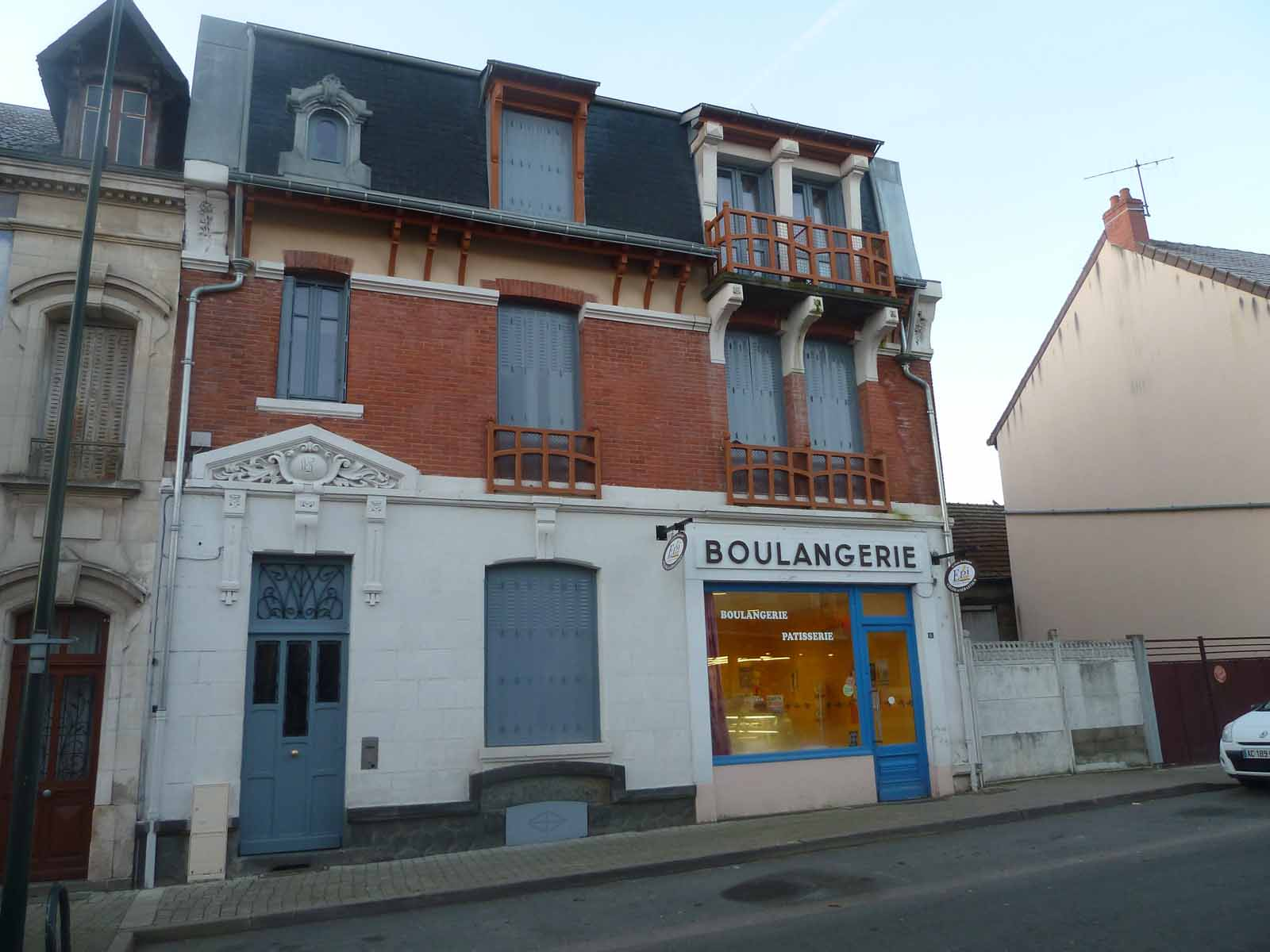 APPARTEMENT T4 / 97.95 m² (AGENCE DOMERAT)