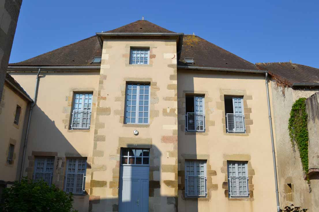 APPARTEMENT T4 / 93 m² (AGENCE YZEURE)