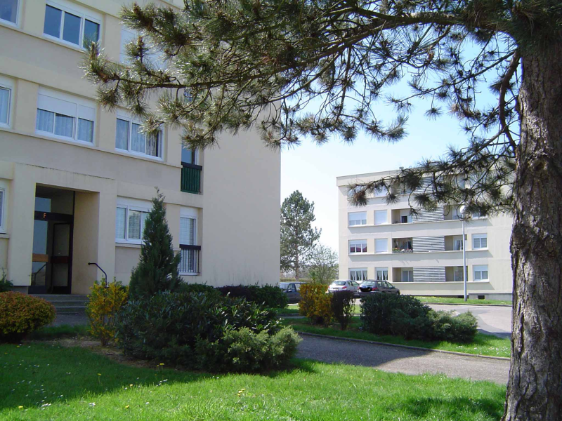 APPARTEMENT T4 / 77 m² (AGENCE MOULINS)