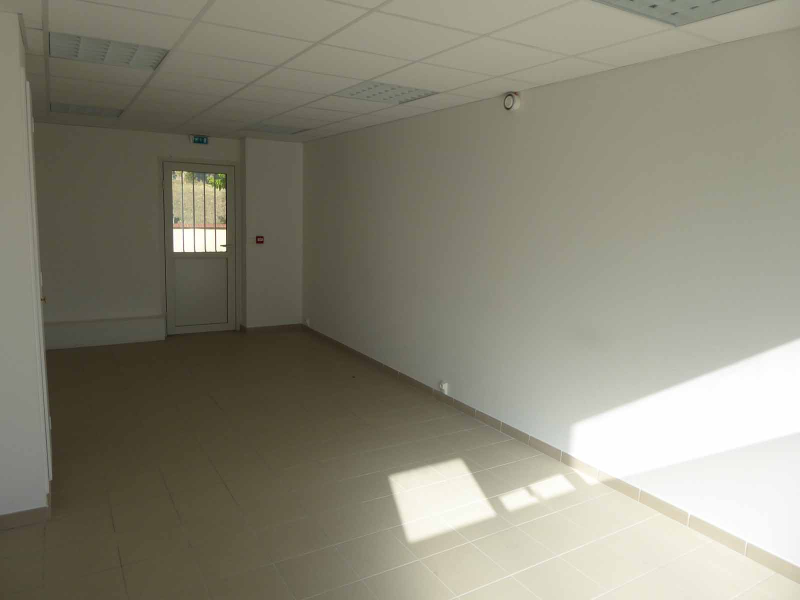COMMERCE   / 51,56 m² (AGENCE MOULINS)